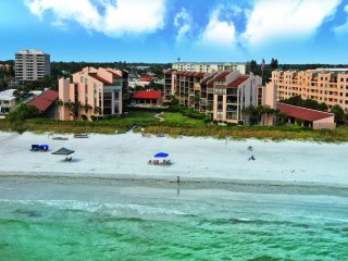 Siesta Key - 2BR - Beachfront Condo on Crescent Beach - Heated Pool - Tennis Ct
