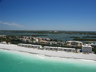 Siesta Key - Beachfront Condo - 2 BR – Free Boat Docks - Renovated!