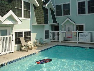 Two Storey Spacious Townhouse with Pool - Perfect for Families