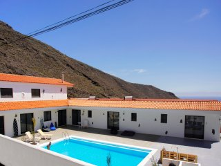 Stunning Villa with Palm Garden, Pool, Office Space & Ocean Views, Los Gigantes