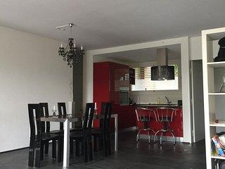 Sehr gepflegte 3 Zi-Wohnung mit grossem Aussenpool