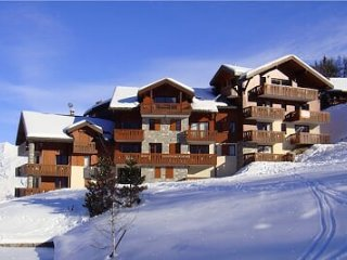 ULTIMATE ski in/out - high standard apartment with views!