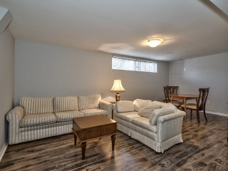 Cozy, Quiet 2-Bedroom Basement Apartment for you.., Oakville