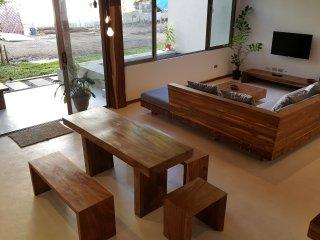 Villa Bamboo | 2 BR Villa | WiFi + AC + Pool