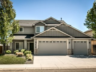 Prestigious 4BR Boise House-Big Yard, Beautiful!