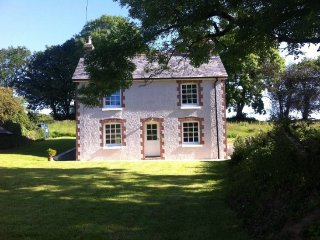 Harraton Cottage, near Modbury. Recently renovated! Great for families and dogs