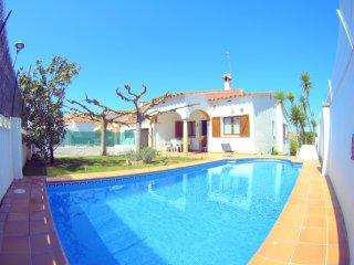 Villa Ros, Magnifique villa , PISCINE  privee, JARDIN,  tres  bien equipee 8pax