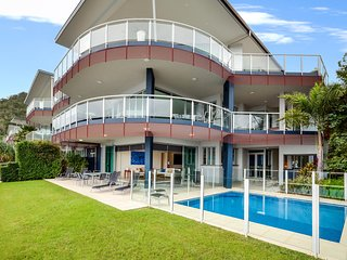 Pavillion 17 - Waterfront Spacious 4 Bedroom With Own Inground Heated Pool And