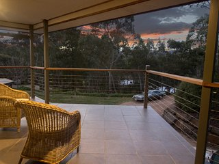 Unwind * 'Stirling Hideaway Retreat' - The Balcony Apartment