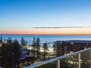 Unwind * Penthouse Perfection, Glenelg