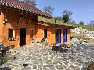 The Stone Villa ~ In the Hills of Ashland (Sleeps 4)