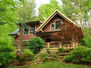 Exclusive Luxurious Log Cottage 20 min. from Ashevile AVL Airport, Fletcher