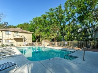 New! 2BR Hilton Head Island Villa - Walk to Beach!