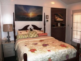 PRIVATE MASTER BEDROOM IN TROPICAL SETTING