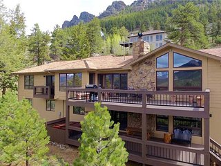 Alpenglow Luxury Home at Windcliff