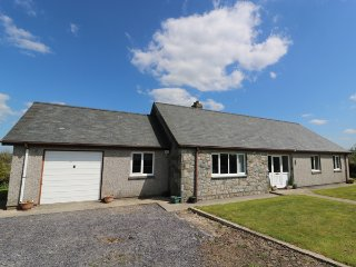 PEN Y CAE, bungalow, rural location, WiFi, garden, in Llansannan, Ref 946321