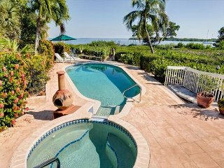 Beautiful direct bay front home with pool/dock in Captiva Village