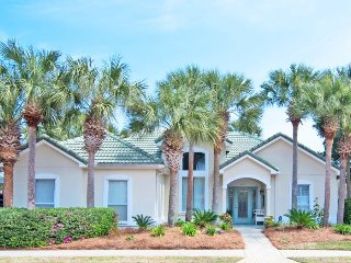 Precious Palms ~Executive Style Home With Open Floor Plan - Book Now for Spring, Destin