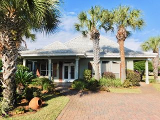 Emerald Palace ~ Luxurious Beach Home with upscale furnishings and upgrades, Destin
