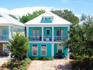 #BestVacationEver- Great Location, 2.5 Blocks to the beach and only steps to, Destin