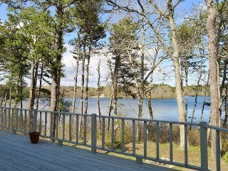 ESTATE OVERLOOKING PILGRIM LAKE IN ORLEANS! LINENS INCLUDED! DOG FRIENDLY!