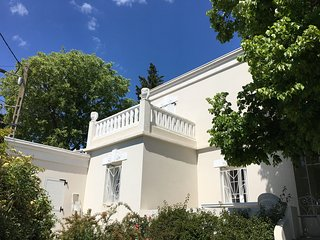 Villa  Mont Saint Clair , 8 personnes ,jardin ,piscine , 700m de la plage