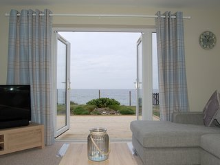 Sound of the Sea Beach ( Swn Y Mor  ) Bungalow  with hot tub