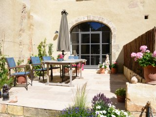 Restored C17th farmhouse in quiet hamlet, Maussane-les-Alpilles