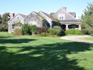 124 Surfside Rd Main House 133610, Nantucket