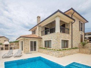 13601 Wunderschone Luxus Steinhaus mit Pool
