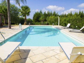 Roomy Villa With Large Garden, Pool