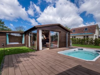 Lovely Bungalow Noordwijk for 4 near beach and Keukenhof