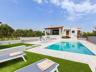 Villa Ampelaki, Perfect location & Perfect layout!