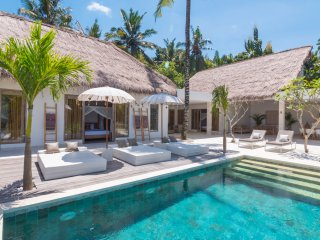 Villa Hidden Jewel, 5 bedrooms, 3 bathrooms, private pool, amazing view