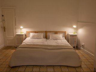 Sleep & Stay spacious apartment 10p, Girona