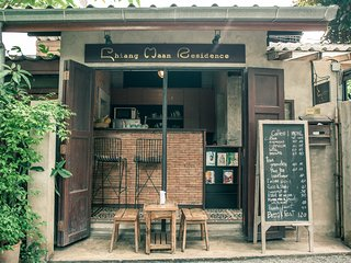 Private room in the heart of Chiang Mai old city are,living in local residential