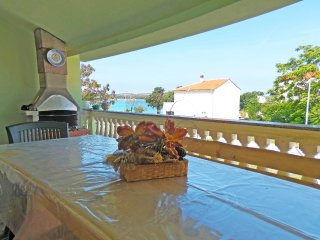 BEACH FRONT APARTMENT WITH BARBECUE AND TERRACE 2, Medulin