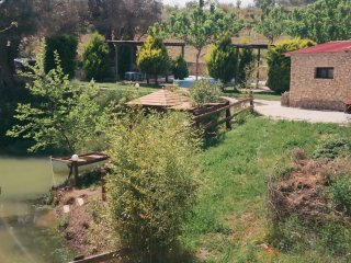 CRETAN TRADITIONAL LAKE HOUSE WITH STUNNING VIEWS, Lampini
