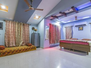 Homely room for a weekend getaway, 1 km from Alibag Beach