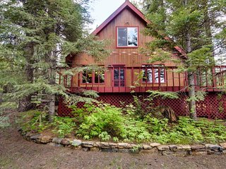 A peaceful, rustic cabin with a tree-lined deck, yard, and outdoor firepit!, McCall