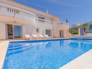 Villa with private pool at Parque da Floresta