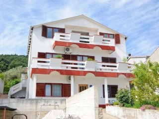 Beach front apartment Frano