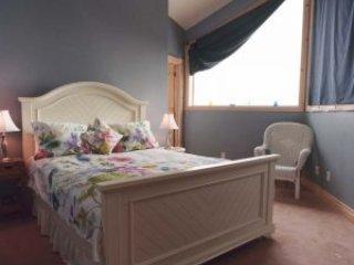 Chalet Claremont - Sky Room, holiday rental in Nestleton