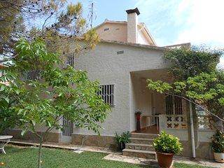 Ref 215.- Amplia casa con jardín privado y a 120 metros de la playa