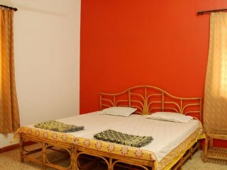 2-bedroom bungalow with garden, close to Ramnath lake