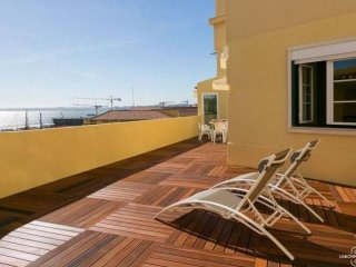Spacious Paraiso apartment in Alfama with WiFi, airconditioning, Lisbon