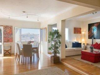 Spacious Costa do Castelo 45 apartment in Castelo with WiFi, airconditioning