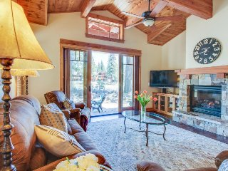 Beautiful mountain home w/ views, shared pool, tennis, and on-site golf!