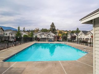 Lovely peek-a-boo lakeview home w/ shared pool, good for year-round fun!