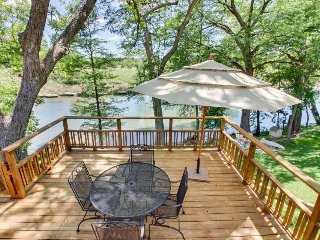 Quaint riverfront home w/ well-appointed deck in a family-friendly neighborhood